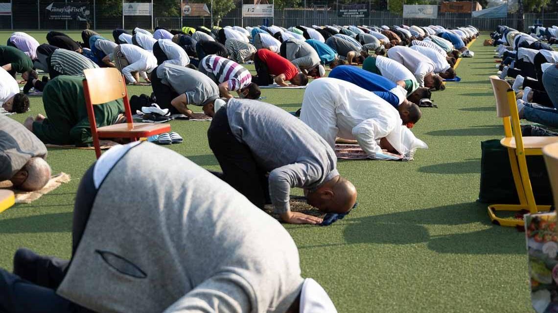 Morgengebet beim islamischen Opferfest ©2021 Volker Watschounek