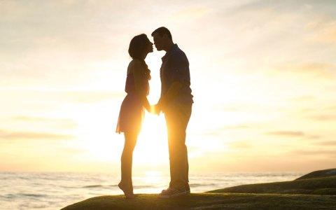 Tag des Kusses, Foto von StockSnap auf Pixabay