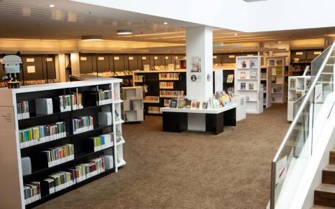 Stadtteilbibliotheken: Überall Bücher und andere Medien: Streifzug durch die Mauritius Mediathek mit neuer Zugangsregelung.