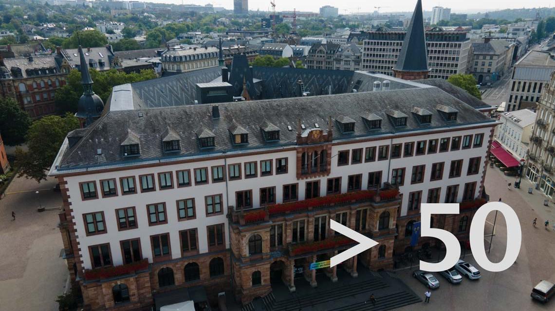 Das neue Rathaus, gleich gegenüber des alten Rathauses, das heute als Standeasamt genutzt wird.