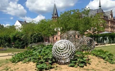 Parkskulptur aus dem Dern'schen Gelände von Vollrad Kutscher ©2021 Kulturamt Wiesbaden