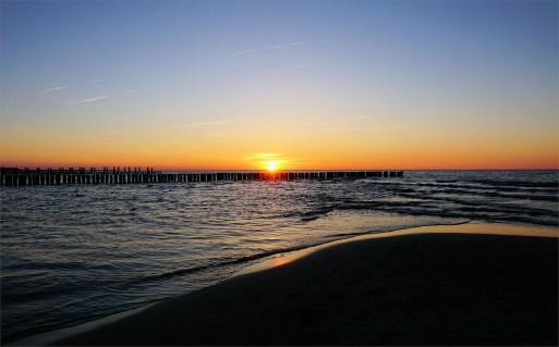 Sonnenuntergang an den Buhnen