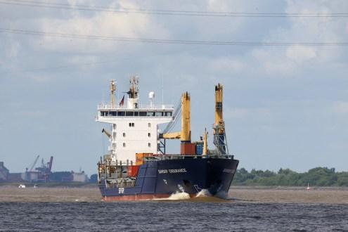 Frachtschiff auf der Elbe