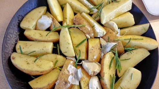 Backen im Holzbackofen Dinkelbrötchen, Brot, Pizza, Kuchen, Kartoffelauflauf, Schweinerollbraten