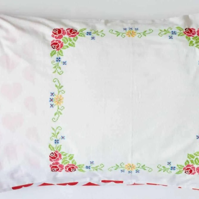 Wife-made vintage linen pillowslip - Red Hearts