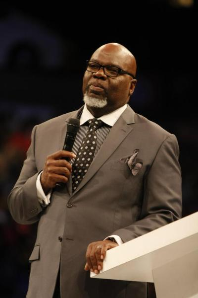 Bishop T.D. Jakes holding mic in  hand WTAL 10-6-2012  Philips Arena