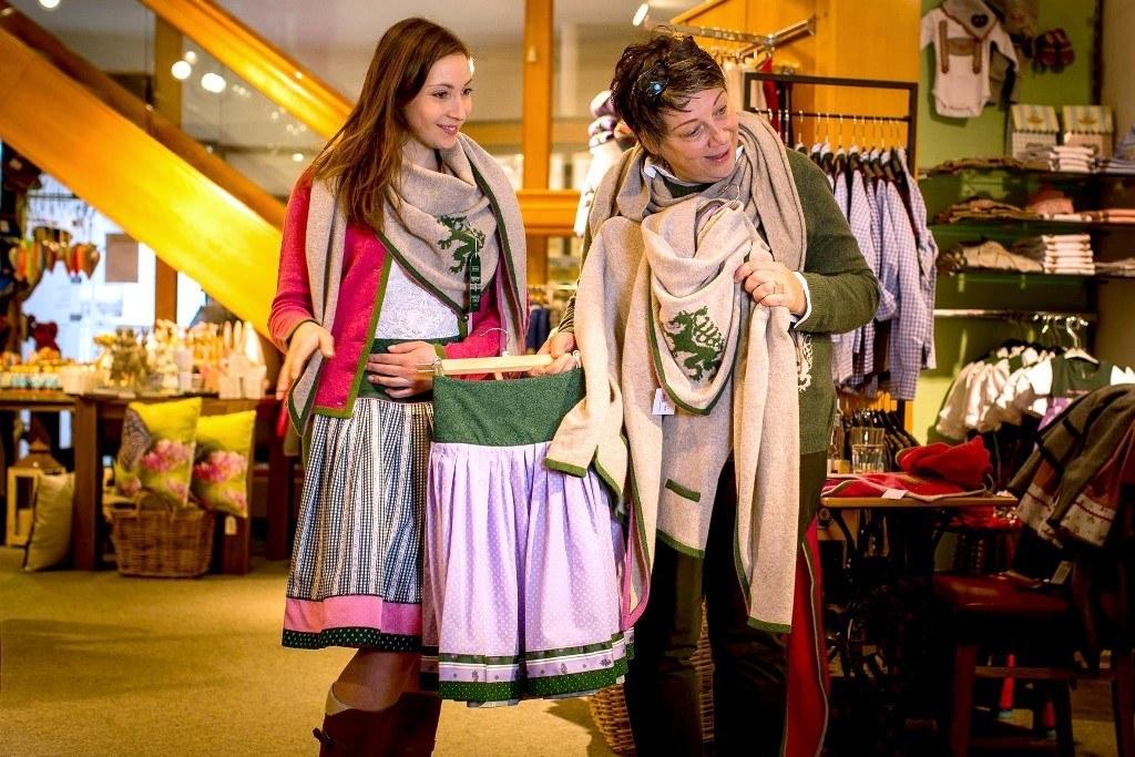 Verkaufssituation im Kaufhaus Arzberger