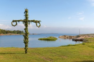 Maypole and the swedish archipelago in the background
