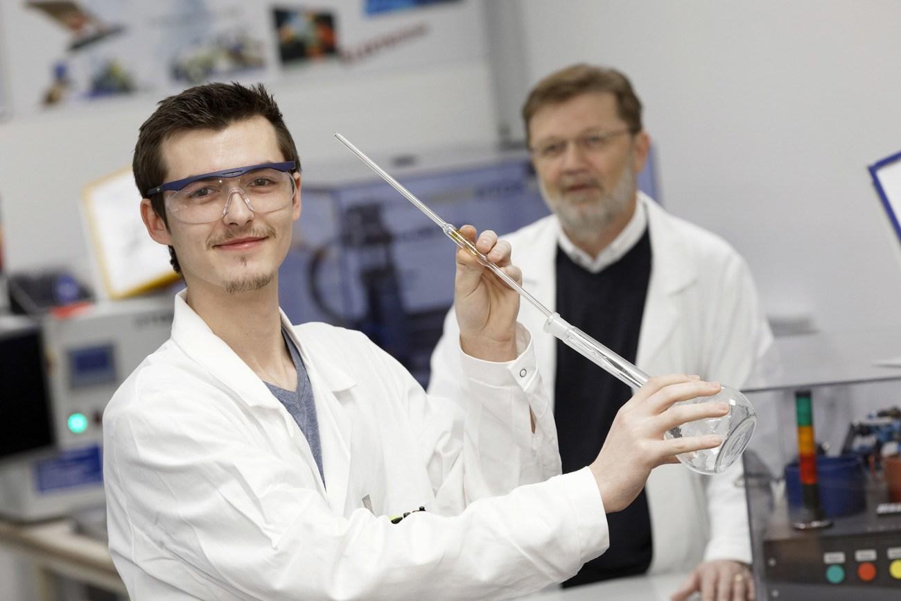 Niklas Steirer und Erwin Baumgartner haben die Lehrlingsakademie absolviert.
