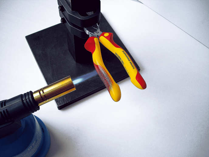Wiha Pliers set in Combustion Test