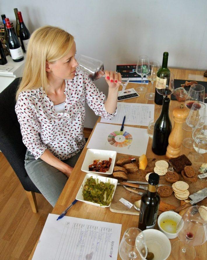 wijnproeverij thuis organiseren: wijn ruiken