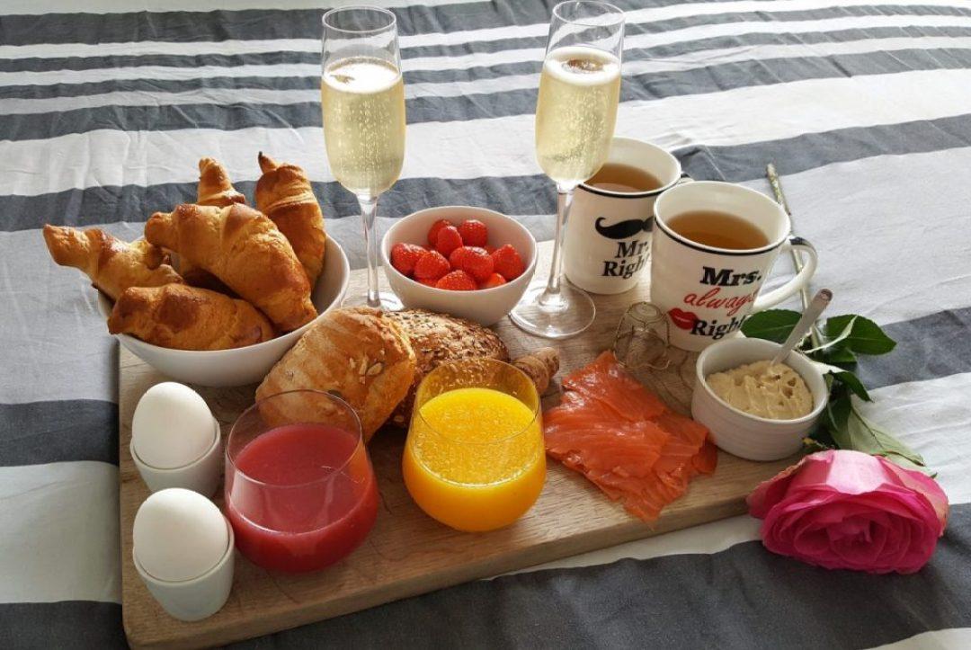 Champagne ontbijt op bed maken: het eindresultaat