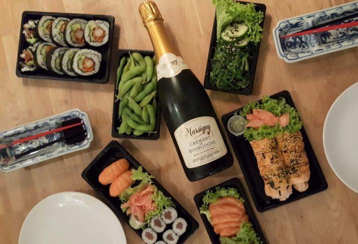 bubbels met sushi voor Valentijnsdag