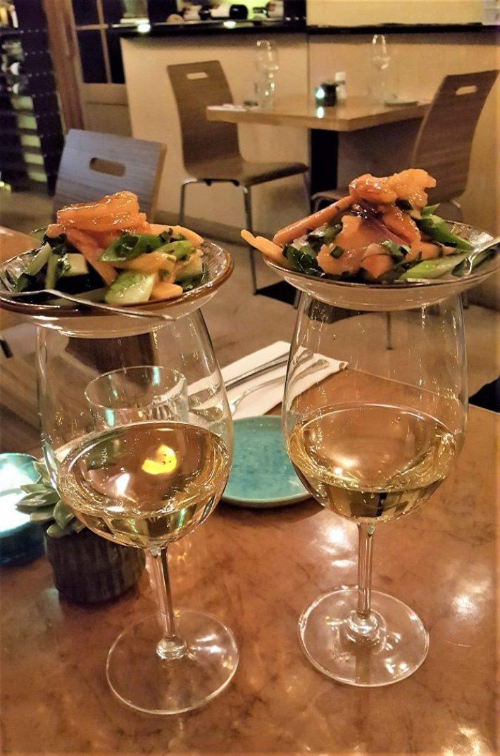 gamba's en wijn bij restaurant kurk in Den Haag
