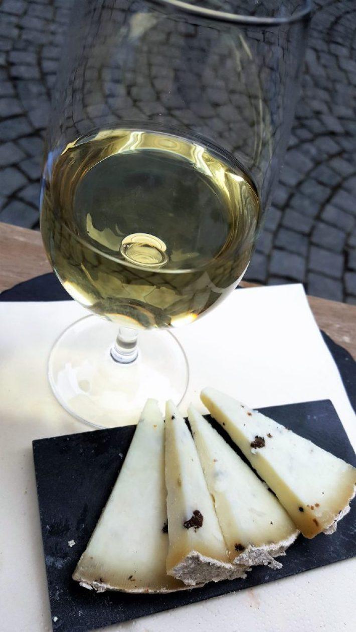Borrelen en eten in Maastricht: kaas en wijn