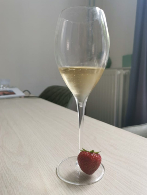 champagne met aardbei