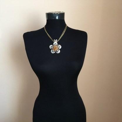 Luxusný náhrdelník kvet s kamienkami privesok bizuteria