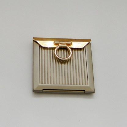 Luxusné kozmetické zrkadielko do kabelky. Farba- zlatá. Rozmer: 6,5cm x 6,5cm.