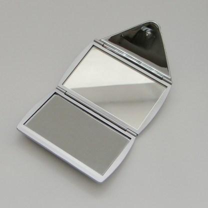 Luxusné kozmetické zrkadielko do kabelky. Farba- strieborná. Rozmer: 6cm x 8,5cm.