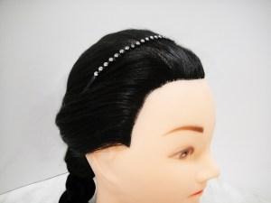 Luxusná čelenka do vlasov kovová so štrasovými kamienkami. Farba- čierna. Rozmer: 0.5cm.