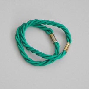 Prepletaná gumičkadovlasov pre ženy a detí. Farba- zelená. Rozmer: 1cm x 6cm