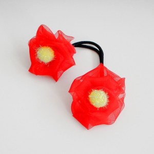 Gumička detská dovlasov s kvetinami. Farba- červená. Rozmer: 10cm x 3cm