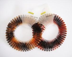 Štylová pružná hrebeňová čelenka do vlasov, 2 kusy. Farba- hnedá. Rozmer: 3.5cm.