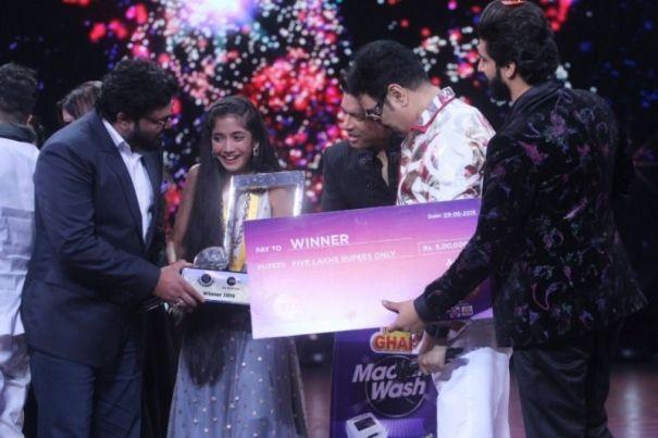 Sugandha Date as the winner of Sa Re Ga Ma Pa Li'l Champs