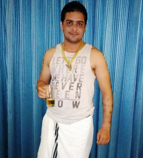 Hindustani Bhau drinks alcohol