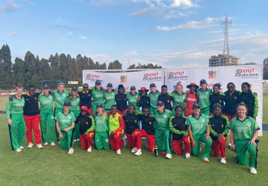 Amy Hunter with her Irish team after the Zimbabwe series