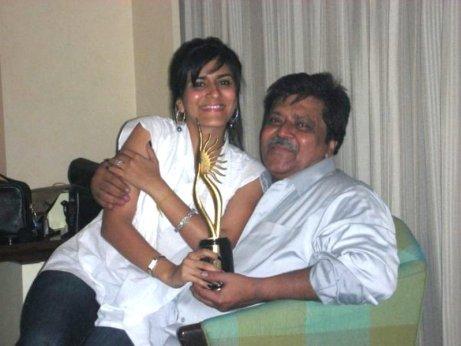 Shwetambari Soni's sister Namrata Soni with their father