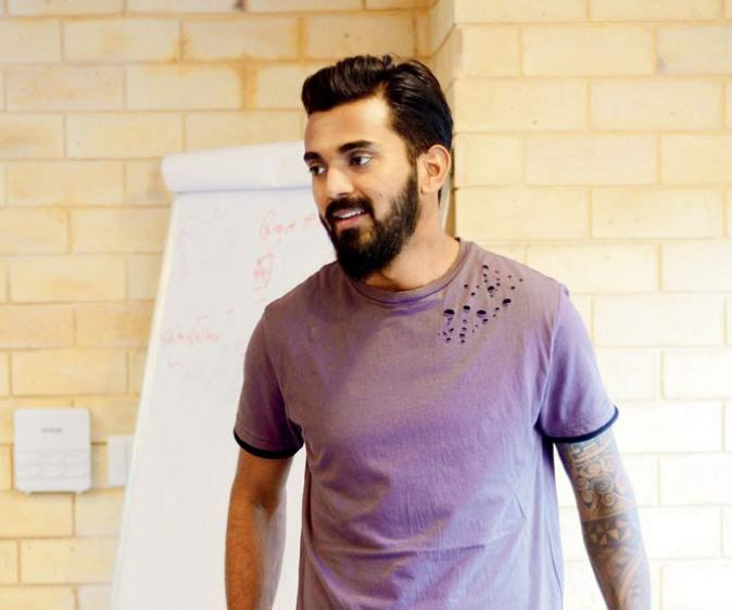 KL Rahul hairstyle and beard