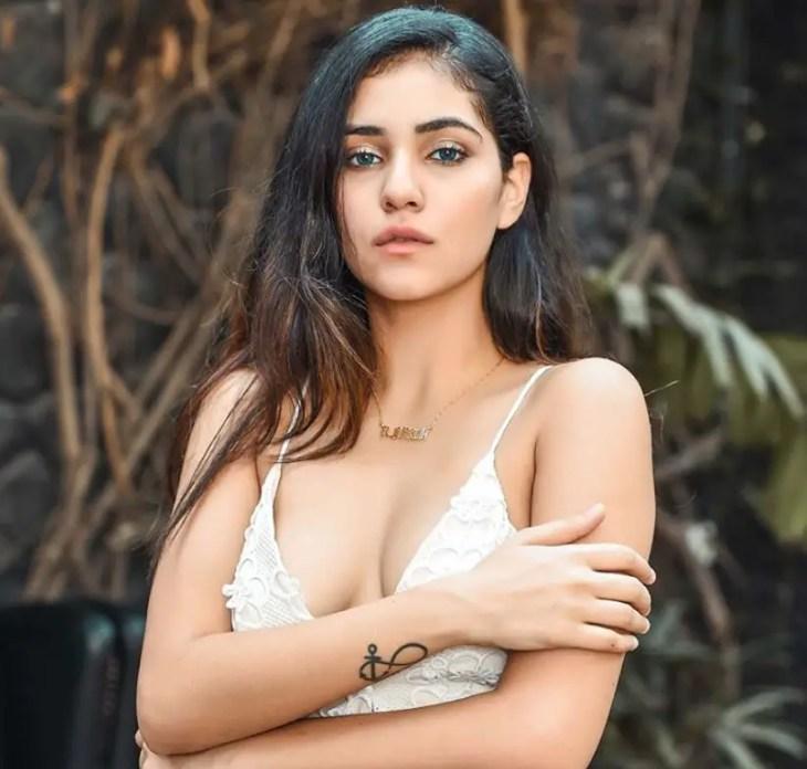 Radhika Seth hot