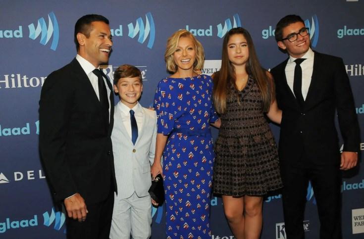lola consuelos family