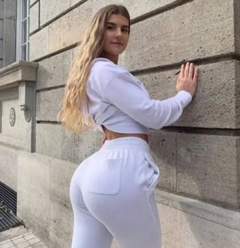 Nicole Dobrikov