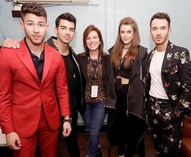 An Image of Emree Franklin and the Jonas Brothers