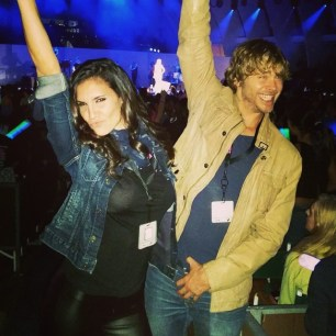 @danielaruah: Yep I'm pulling the typical girlie pucker face & @ericcolsen is seemingly afraid of his own armpit... #shakeitoff with @taylorswift #wcs