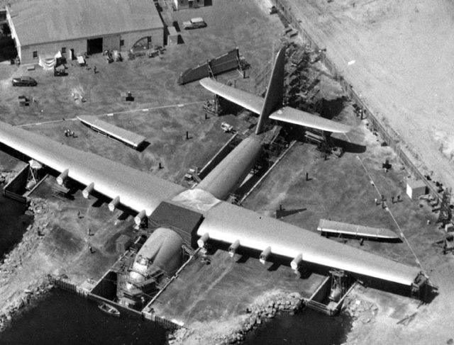 طائرة-عملاقة اكبر-طائرة بنيت