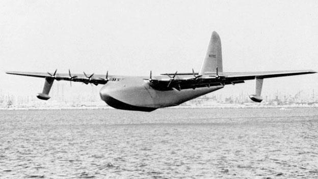 أكبر طائرة بالتاريخ بناها هوارد هيوز بالحرب العالمية الثانية من الخشب