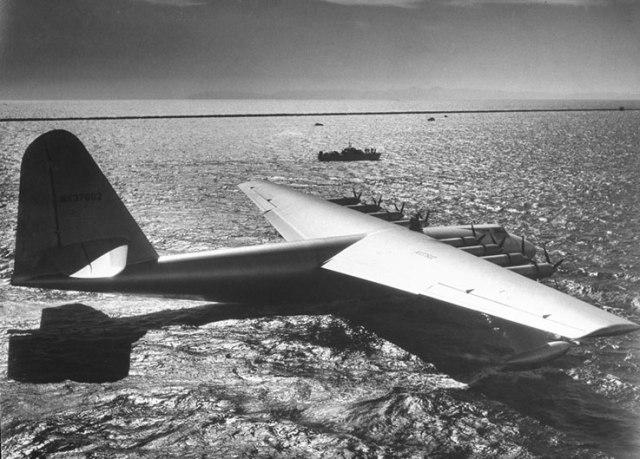 اكبر طائرة بالتاريخ بناها هوارد هيوز من الخشب بالحرب العالمية الثانية