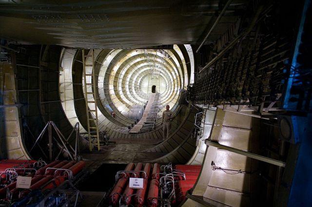 طائرة   هوارد هيوز العملاقة اكبر طائرة بنيت بالحرب العالمية الثانية
