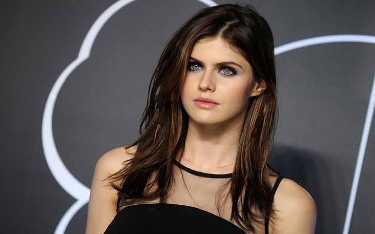 Alexandra Daddario  wiki, age, Affairs, Family, favorites and More
