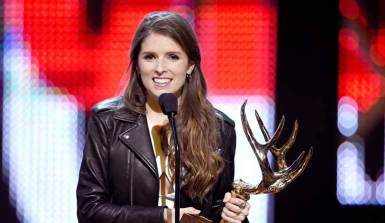Anna-Kendrick winning Guys Choice Awards