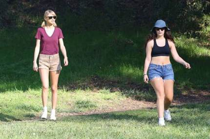 Taylorswifr and Lorde's hiking