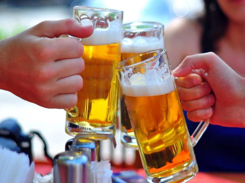 Nhóm máu nào uống bia đỏ mặt (1)