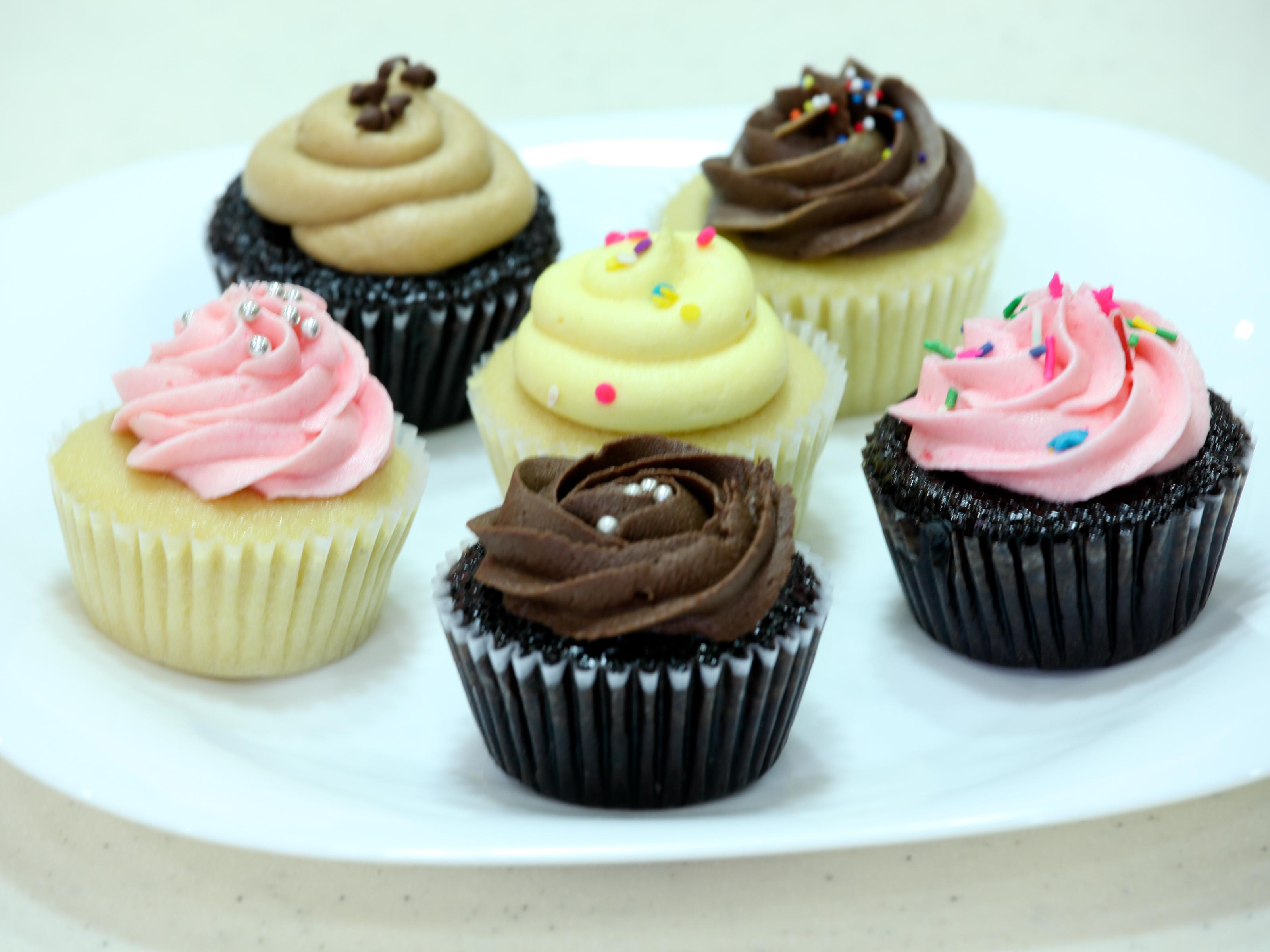 6 Ways To Eat A Cupcake