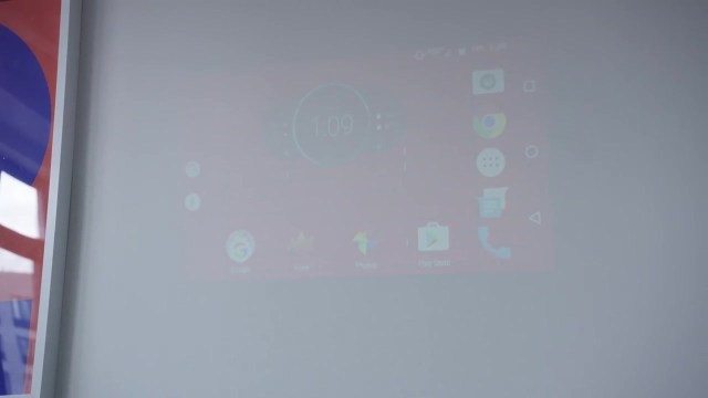 Moto z projecting on Wall