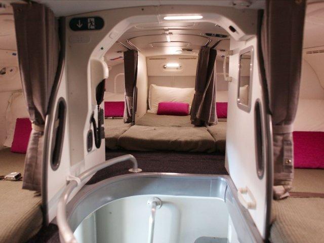 secret-room-on-airplane