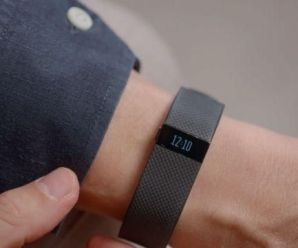 How To Get Your Fitbit To Display The Time With A Flick Of Your Wrist