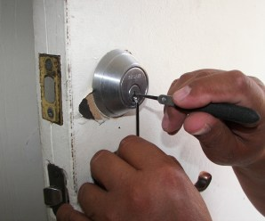 7 essential tips on how to find the best locksmith in your area